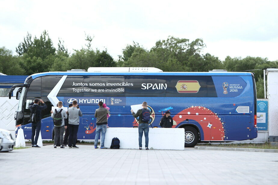 В Калининград прилетела сборная Испании по футболу (фото)