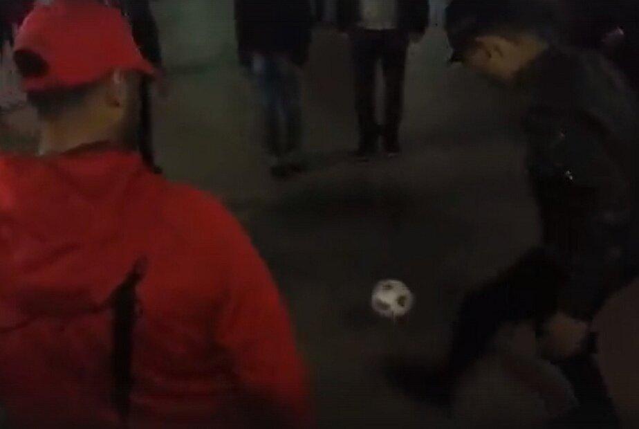 Марокканские болельщики устроили футбольную разминку в центре Калининграда (видео)