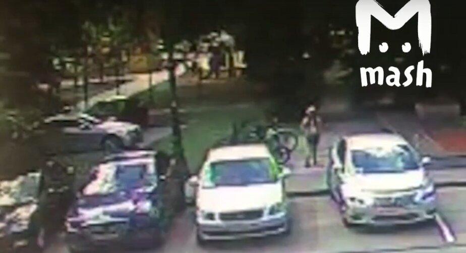 В Калининграде десятилетняя девочка угнала велосипед от здания регионального правительства (видео)