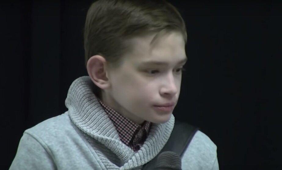 Из-за врождённой болезни 25-летний поляк стал похож на ребёнка (фото)