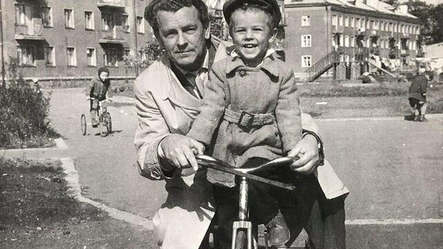 Калининград, 1960-е: фотохудожник Юрий Павлов о плохом мальчишке на трёхколёсном велике и пальбе из пушек в порту