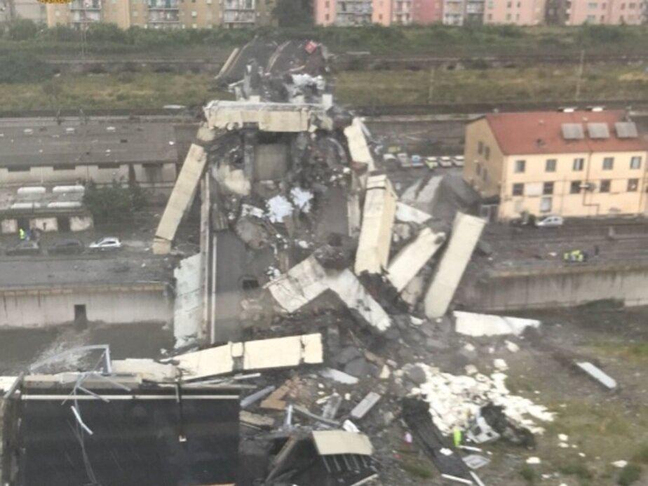 Опубликовано видео обрушения моста в Генуе