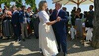 Владимир Путин станцевал с главой МИД Австрии на её свадьбе (фото, видео)