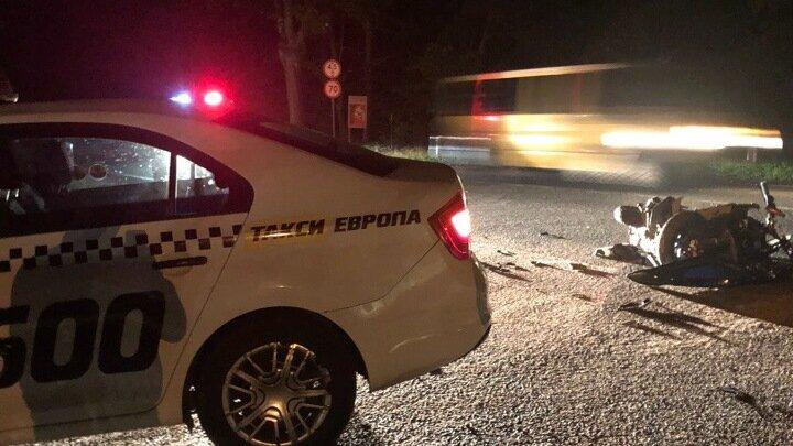 Очевидцы: на трассе Калининград — Мамоново столкнулись такси и скутер, есть пострадавший