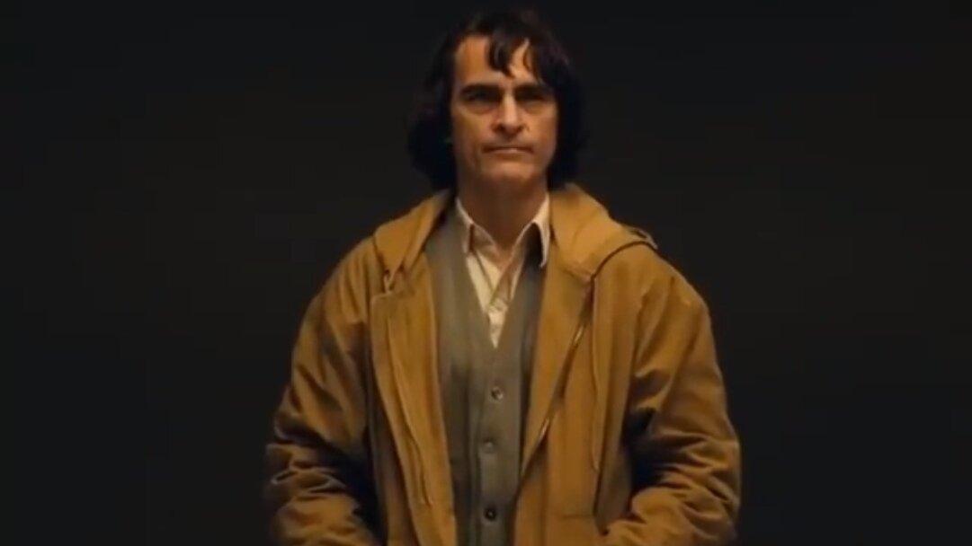 Студия Warner Brothers показала Хоакина Феникса в образе Джокера (видео)