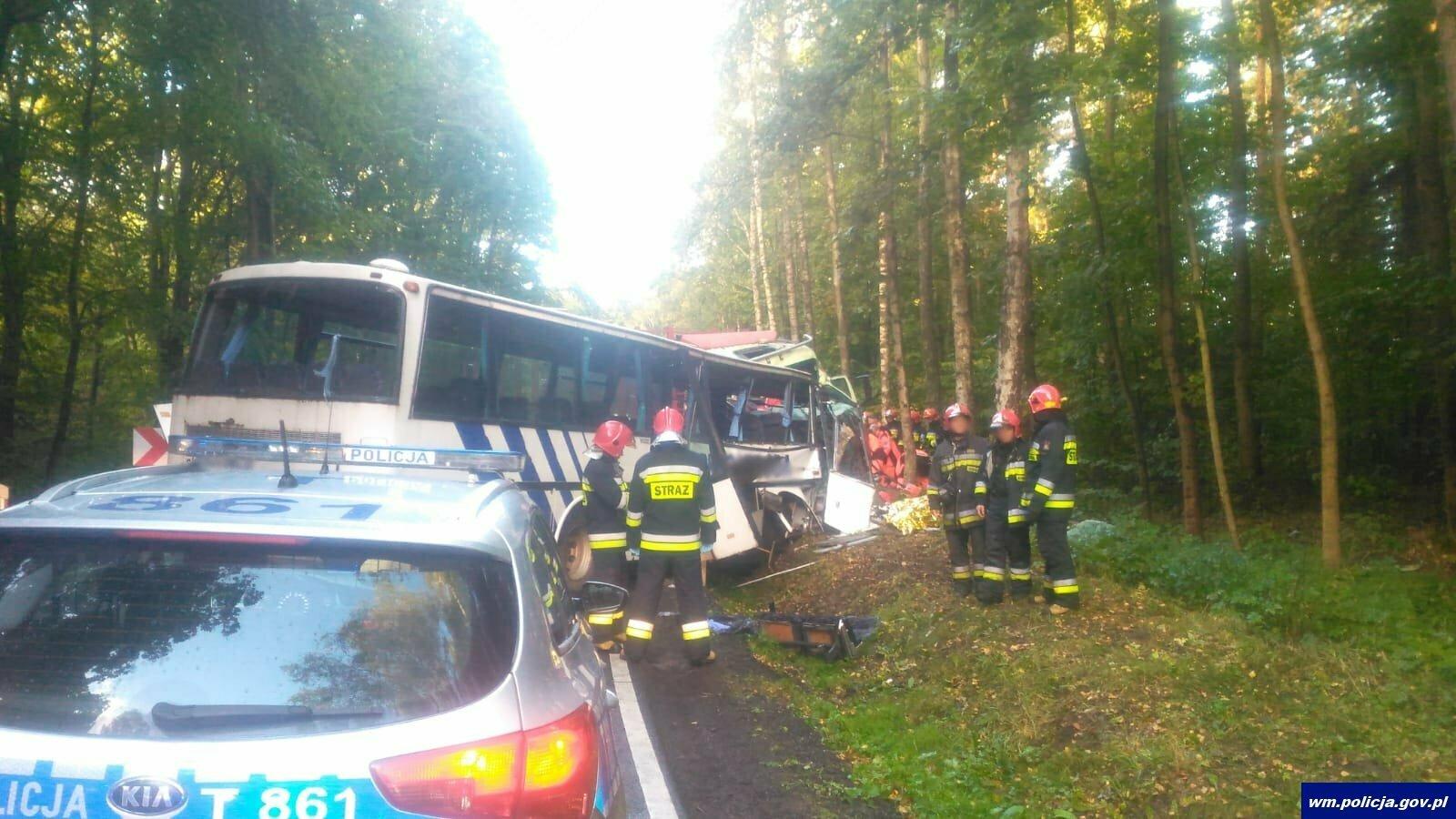 В Варминьско-Мазурском воеводстве произошло смертельное ДТП с участием школьного автобуса (фото, видео)