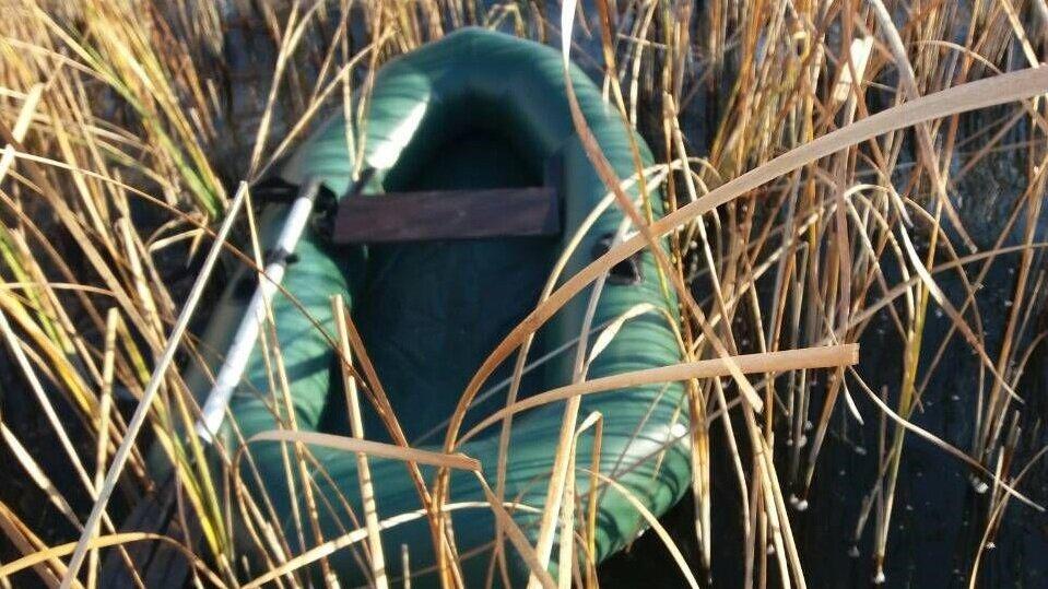 В Калининградском заливе обнаружили тело рыбака под перевёрнутой лодкой