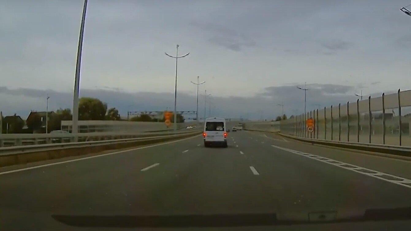 """""""Водитель, ты судак"""": маршрутка едет по Окружной со скоростью 100 км/ч"""