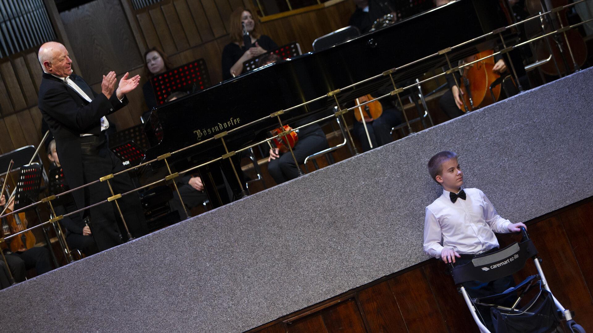 До мурашек: особенные дети заставили зрителей плакать и улыбаться, выступив с оркестром в Калининграде