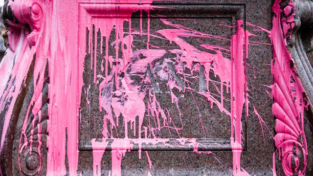 В Калининграде памятник Канту облили краской