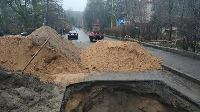 Стало известно, когда восстановится движение на улице Светлогорска, где провалился грунт