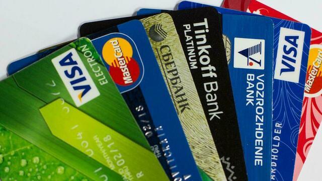 Банковские карты россиян пригрозили блокировать за необоснованные денежные переводы