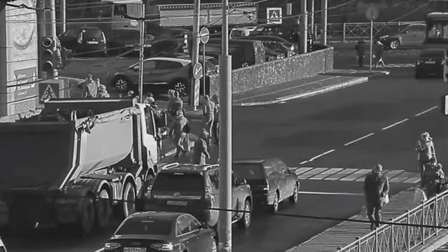 Видео ДТП с пенсионеркой и грузовиком на Южном вокзале попало на камеры
