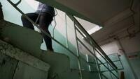 """""""Зашла в подъезд погреться"""": стали известны обстоятельства изнасилования 40-летней женщины в Гусеве"""