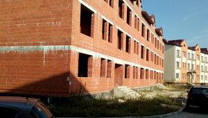 От жильцов нового комплекса под Калининградом требуют за свой счёт устранить недоделки застройщика