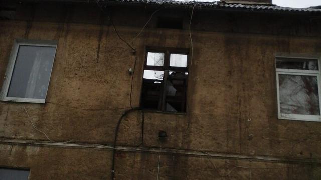 Под Правдинском в пожаре погиб человек и девять семей остались без крова
