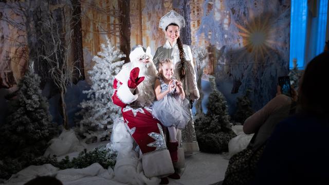 Селфи с Дедом Морозом и янтарный Акинфеев: как прошла ёлка для участников проекта