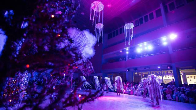 Ёлка, маски и конфеты: в Калининграде стартовали новогодние детские утренники