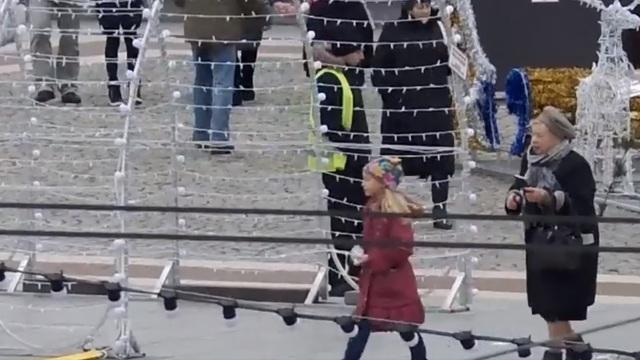 Мэрия опубликовала первые кадры с новых видеокамер, установленных на площади Победы
