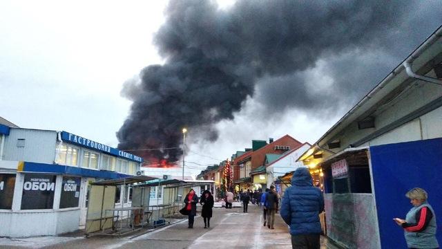 В Калининграде загорелся рынок