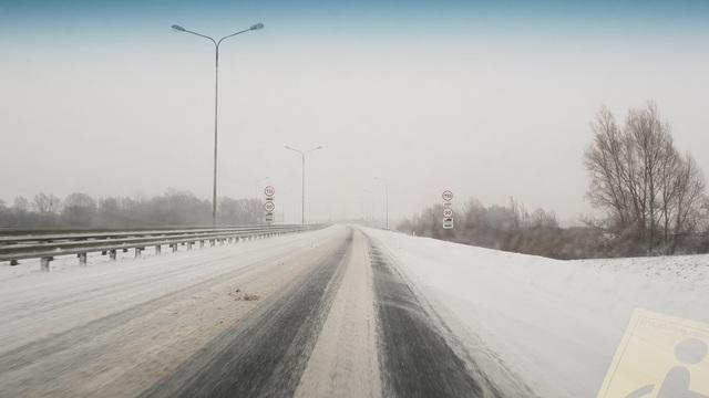 Во вторник на расчистку дорог Калининградской области выехало вдвое больше техники
