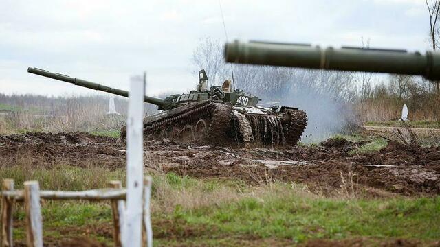 На Балтфлот поступило более 30 танков Т-72Б с лазерной системой наведения на цель