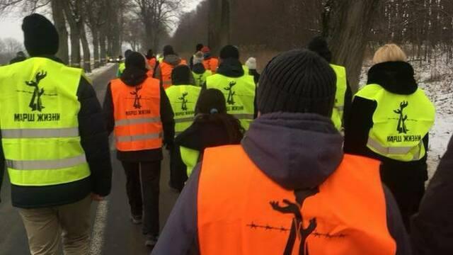 В Янтарном память жертв холокоста почтили 13-километровым