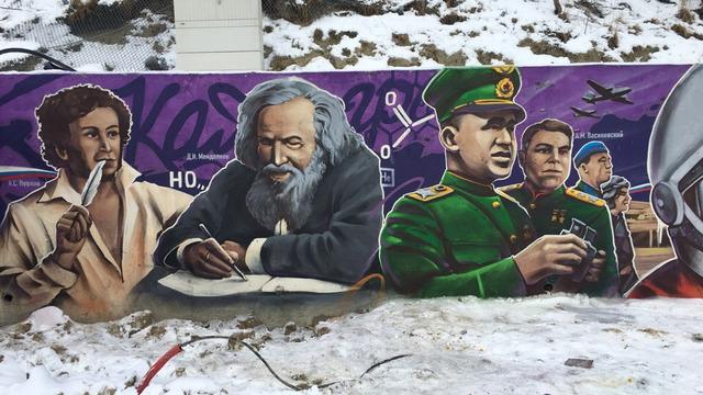 От Пушкина до футболистов: на строящемся променаде в Светлогорске появилось граффити (фото)