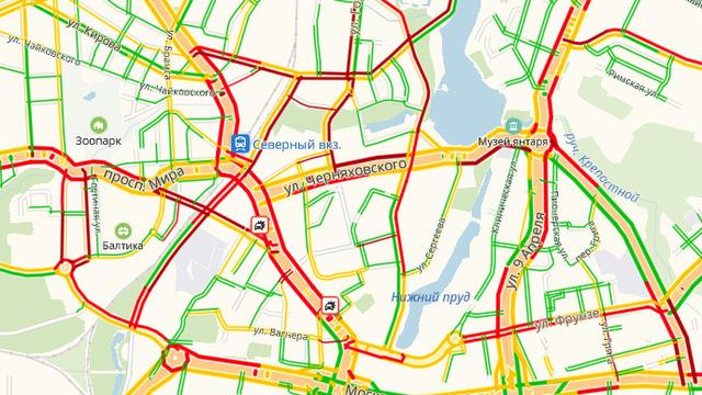 Неработающие светофоры и несколько ДТП: Калининград встал в девятибалльных пробках