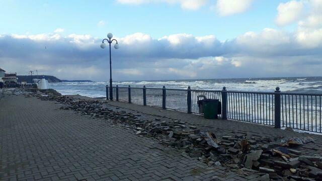 Разрушенный штормом променад в Светлогорске начнут восстанавливать в марте