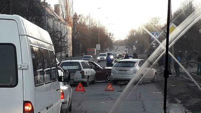 В Калининграде тройное ДТП стало причиной пробки на Аллее Смелых, Калинина и Дзержинского (фото)