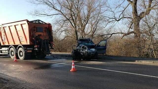 В Балтийске водитель Mazda пострадал в ДТП с КамАЗом (фото)