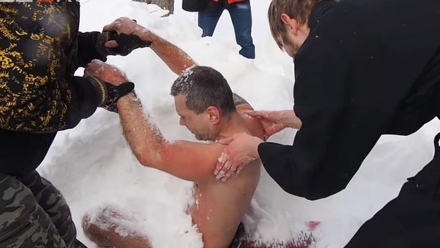 Калининградский рекордсмен мира по плаванию в ледяной воде замёрз на Урале