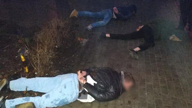 В Калининграде трое с оружием напали на 59-летнего прохожего: потерпевший в реанимации (видео)