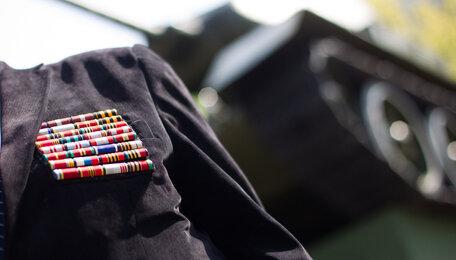 """Ветерану из Челябинска вернули медаль """"За отвагу"""", потерянную им при штурме Кёнигсберга"""