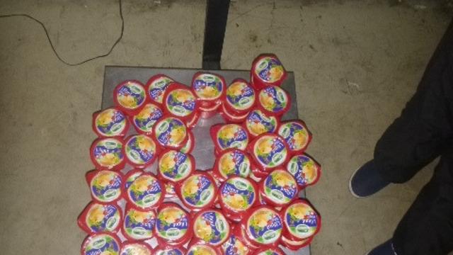 Двое калининградцев пытались ввезти в область 400 кг сосисок, фарша и сыра из Польши