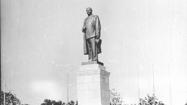 Стояли в грязи на коленях, сверху лилась траурная музыка: как в Калининграде прощались со Сталиным в марте 1953-го