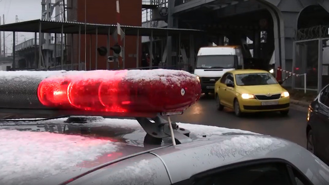 На Южном вокзале скрытый патруль ГИБДД перехватил таксистов, ехавших на красный сигнал светофора