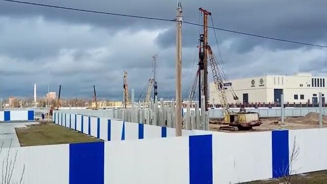 Как забивают сваи на Октябрьском острове Калининграда (видео)