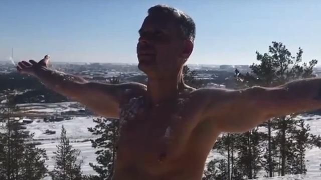 Калининградский морж Резанов прыгнет с голым торсом с самолёта в Якутии