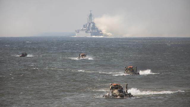 Балтфлот провёл учения по высадке морского десанта на полигоне Хмелёвка (фоторепортаж)