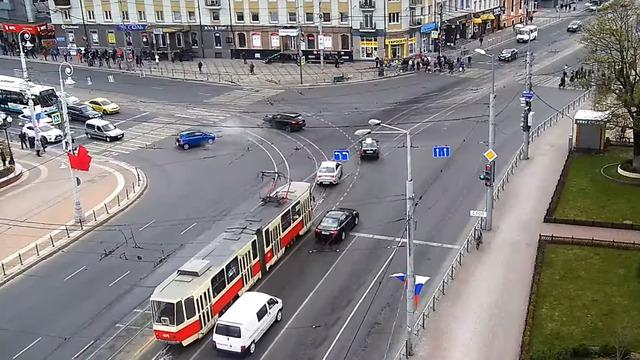 ДТП на площади Победы с участием Porsche попало на видео