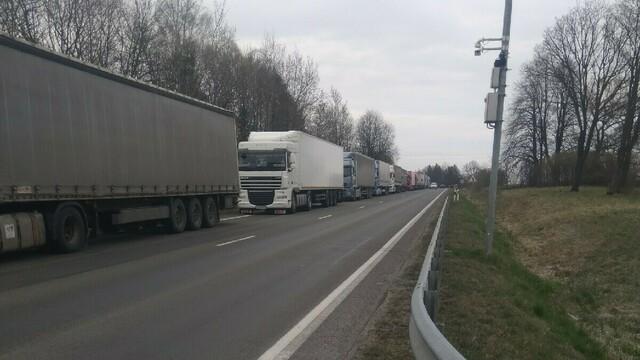 Калининградские грузовики застряли в восьмикилометровой пробке на погранпереходе в Кибартае