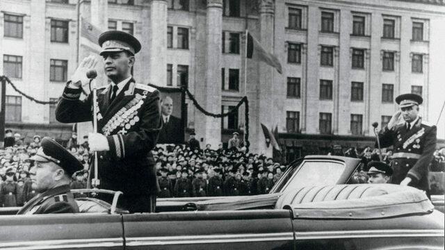 Минобороны опубликовало эксклюзивные снимки советских полководцев на парадах