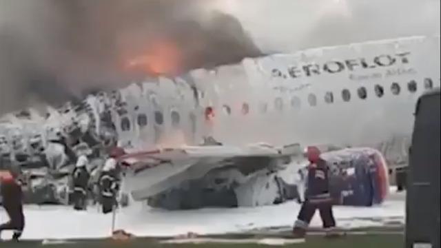 СМИ: пилот сгоревшего в Шереметьево лайнера рассказал подробности катастрофы