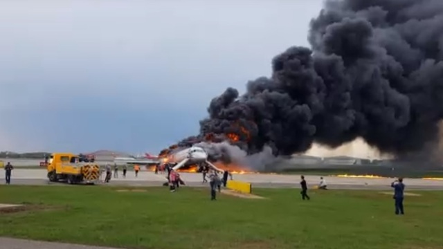 В СК назвали основные версии крушения самолёта в Шереметьево