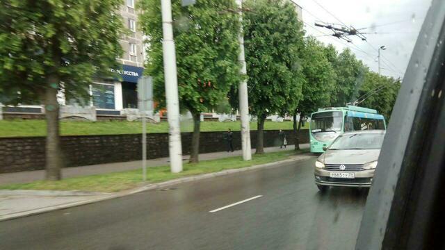 Из-за обрыва проводов на Московском проспекте встали троллейбусы (фото)