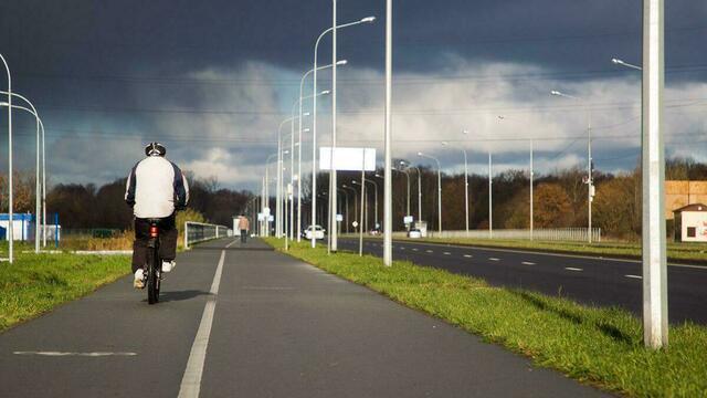 Чтобы не шарахались пешеходы: в горсовете призвали нанести разметку на тротуарах с велодорожками
