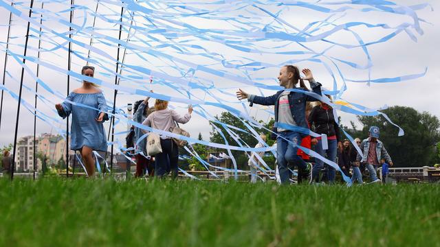 Карнавал, фестиваль сладостей и первая зарплата: восемь идей для праздника детства