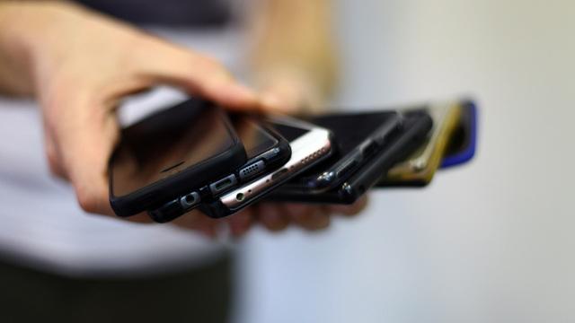 Huawei сокращает производство смартфонов после попадания в чёрный список США